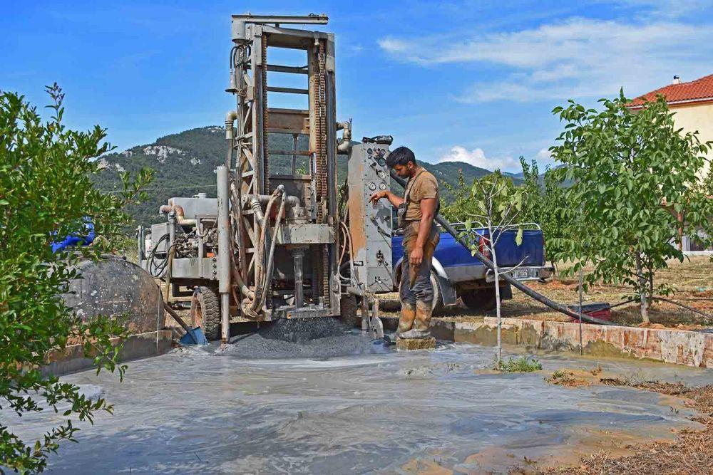Βαρυμπόμπη - Γεώτρηση νερού